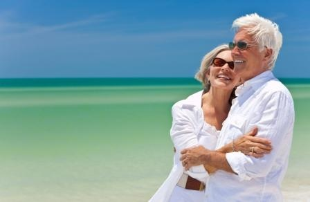 Happy_Senior_Couple_In_Tropical_Setting