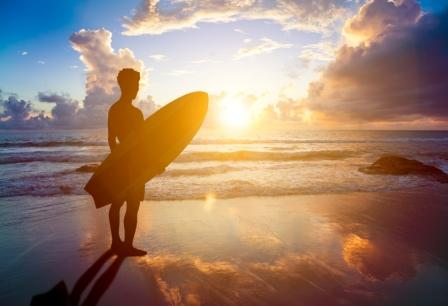 Surfer_With_Surf_Board_at_the_Beach